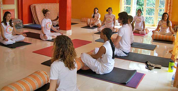 500 hour yoga teacher trainng india dharamsala