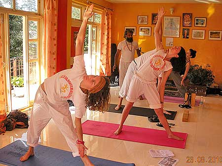 hatha yoga course in dharamsala, short term yoga course in india