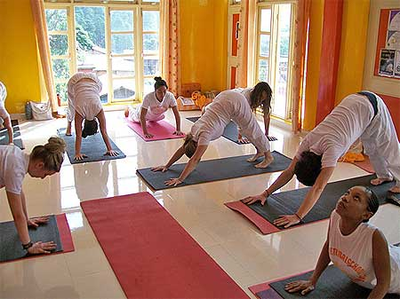 short yoga course in dharamsala - india